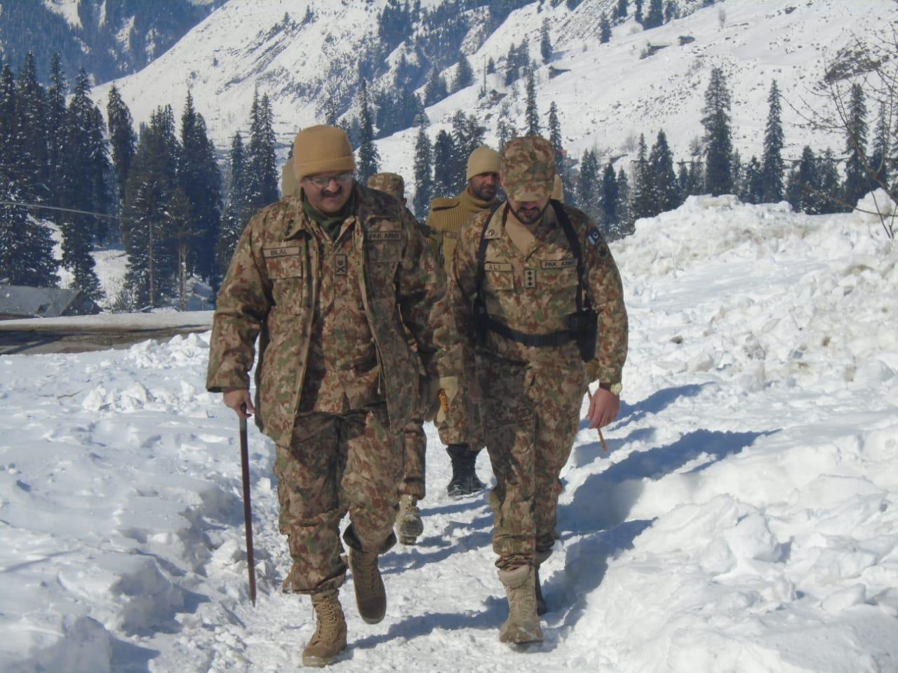 کور کمانڈر راولپنڈی لیفٹیننٹ جنرل بلال اکبر کا کنٹرول لائن کا دورہ