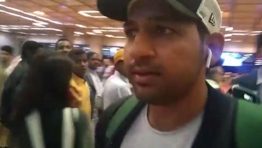 چار میچوں کی پابندی کا شکار  سرفراز احمد کراچی پہنچ گئے