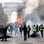 فرانس کے پیلی جرسی والوں سے متاثر برطانوی شہری سڑکوں پر نکل آئے