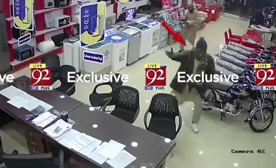 گوجرانوالہ میں مسلح افراد نے الیکٹرانکس کی دکان کو لوٹ لیا