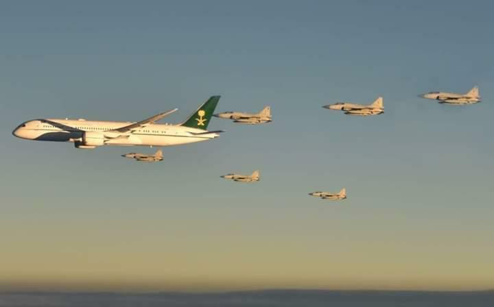 سعودی ولی عہد کا طیارہ پاکستانی فضائی حدود میں داخل ہوتے ہی محافظوں نے حصار میں لیا