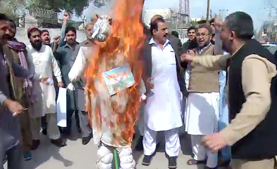 پشاور ، پی ٹی آئی کارکنوں کا بھارت کیخلاف احتجاجی مظاہرہ