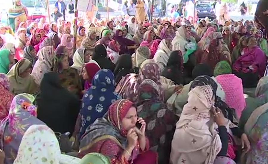 لاہور ، لیڈی ہیلتھ ورکرز کا دھرنا تیسرے روز میں داخل 