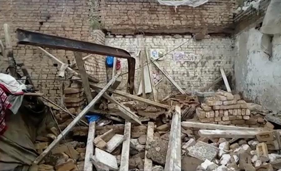 میرپور آزاد کشمیر میں بوسیدہ مکان کی چھت گر گئی ، تین بچے جاں بحق