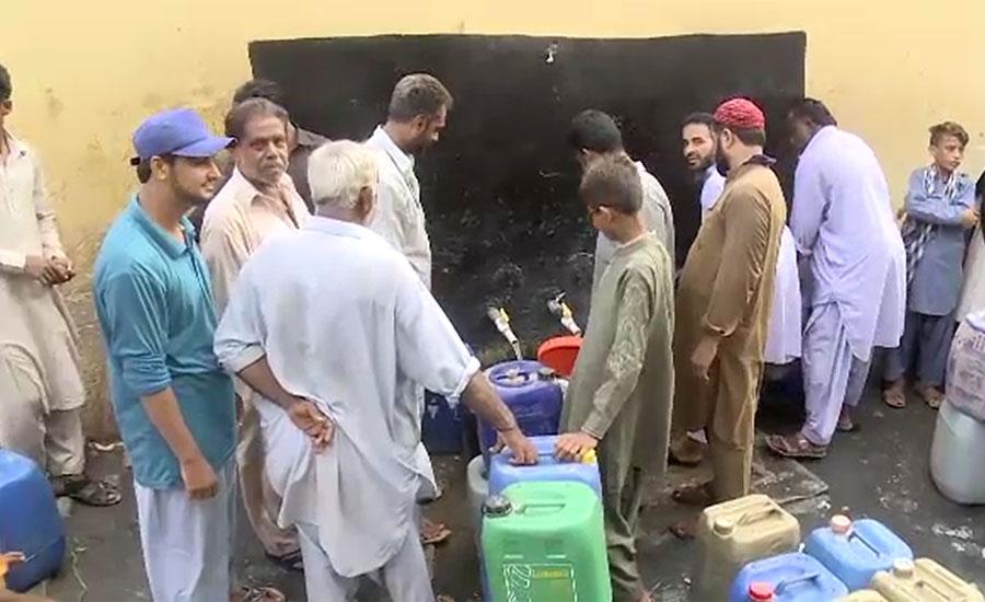 کراچی کے مختلف علاقوں میں پانی کا بحران، شہری سڑکوں پر نکل آئے