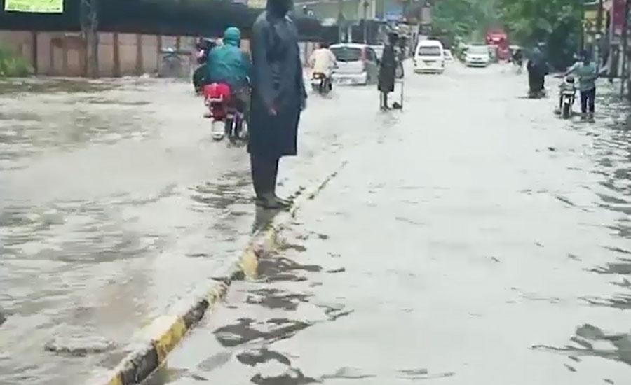 لاہور اور گردونواح میں گرج چمک کیساتھ طوفانی بارش ، نشیبی علاقے زیر آب
