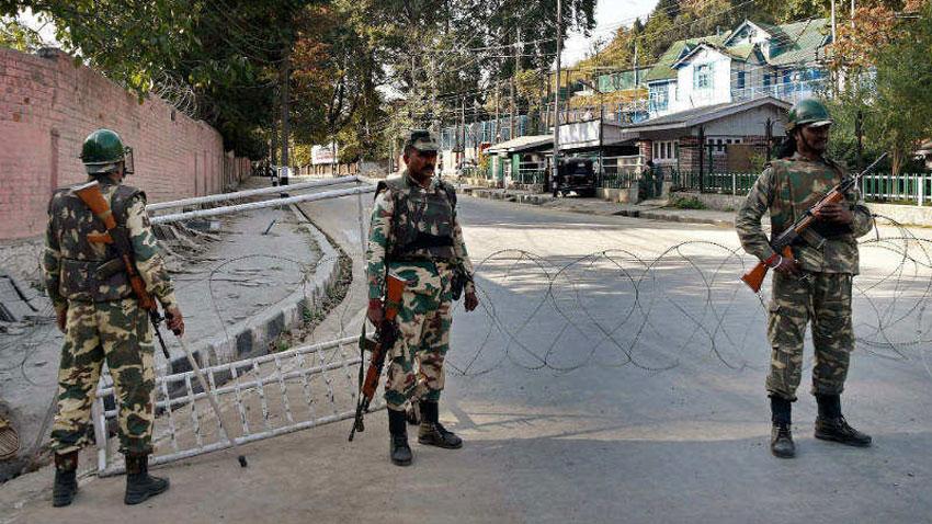 بھارتی فورسز نے مزید تین نہتے کشمیریوں کو شہید کردیا