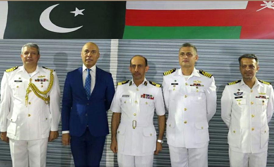 پاک بحریہ کے جہاز پی این ایس شاہجہان کا عمان کی بندرگاہ سلطان قابوس کا دورہ