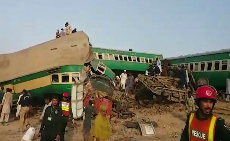 صادق آباد ، اکبر ایکسپریس ٹریک پر کھڑی مال گاڑی سے ٹکرا گئی ،21 افراد جاں بحق