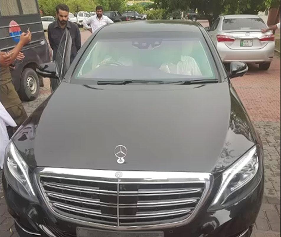 سابق وزیراعظم کی سرکاری گاڑی مریم سے برآمد، کابینہ ڈویژن نے گاڑی تحویل میں لے لی
