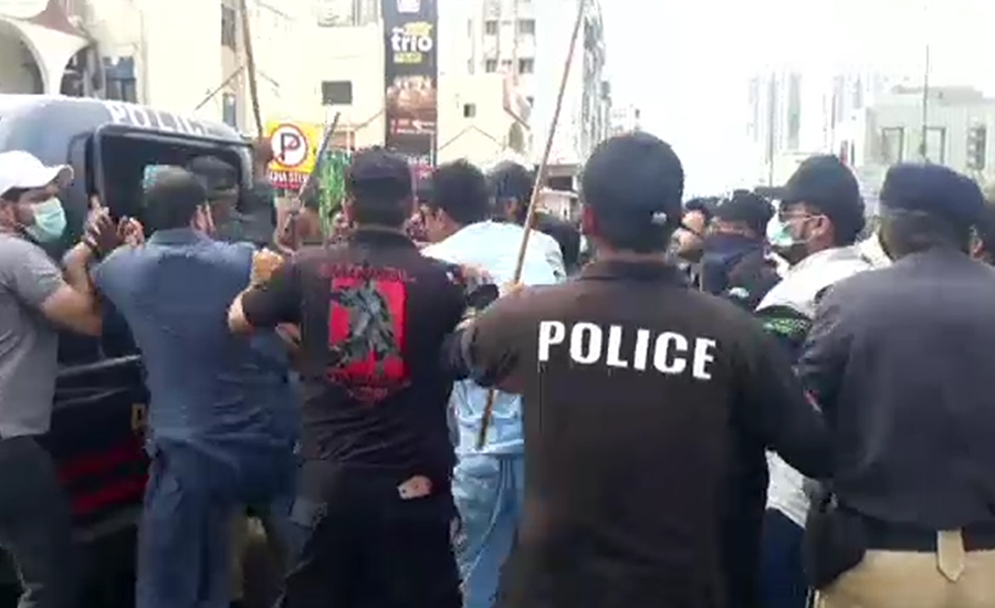 مسائل پر احتجاج ، فکس اٹ کے کارکنوں اور جیالوں میں تصادم