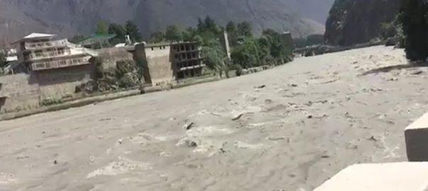 چترال سوات بارش درمیانے درجے کا سیلاب اسلام آباد  92 نیوز دریائے سوات  طغیانی  لینڈسلائیڈنگ 