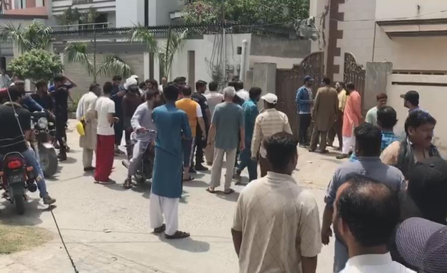 پارٹی چھوڑنے کی خبریں ، ایم پی اے اشرف انصاری کے گھر کے باہر گولیاں چل گئیں