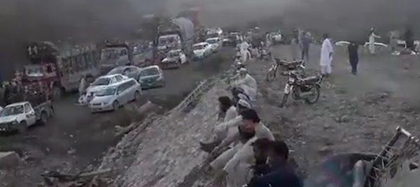 طوفانی طوفانی بارش تباہی مچادی نشیبی علاقے زیر آب کراچی  92 نیوز کیرتھر  طغیانی  پل ٹوٹ گیا