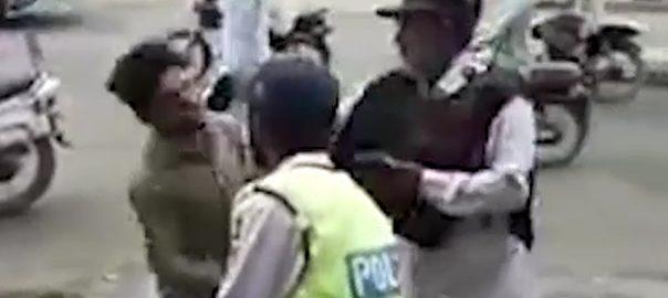 ٹریفک پولیس پولیس اہلکار تھپڑ مار دیا کراچی  92 نیوز عجیب وغریب واقعات  پریڈی  شہری سے بدتمیزی  معصوم شہری  سوشل میڈیا  اے ایس آئی  محمد اشرف اعوان  انکوائری کا حکم  سنگین نتائج  لاک اپ