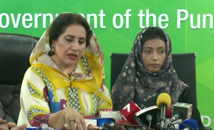 وکلا دھمکیاں دے رہے ہیں ، لیڈی کانسٹیبل فائزہ نواز کی پریس کانفرنس