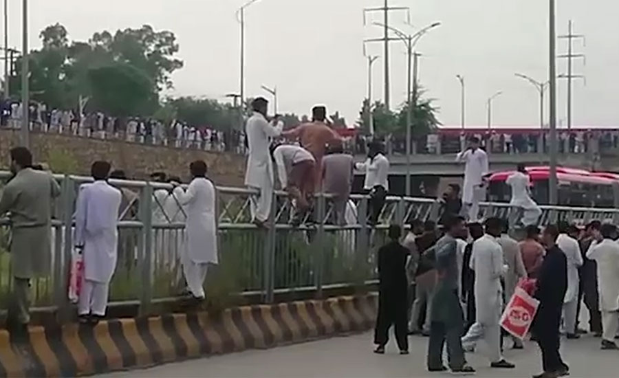 اسلام آباد میں آئیسکو میں بھرتی کیلئے ٹیسٹ منسوخ ہونے کیخلاف امیدوار سراپا احتجاج