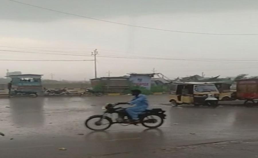 کراچی کے مختلف حصوں میں کالی گھٹائیں ، ہلکی بارش