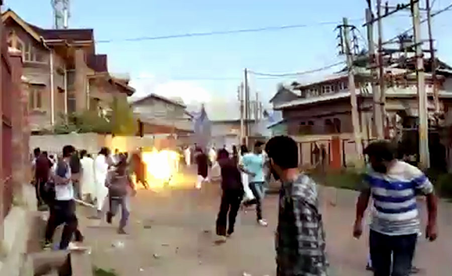 کرفیو کے باوجود کشمیر میں مظاہرے ، قابض فوج کا تشدد، کئی مظاہرین زخمی