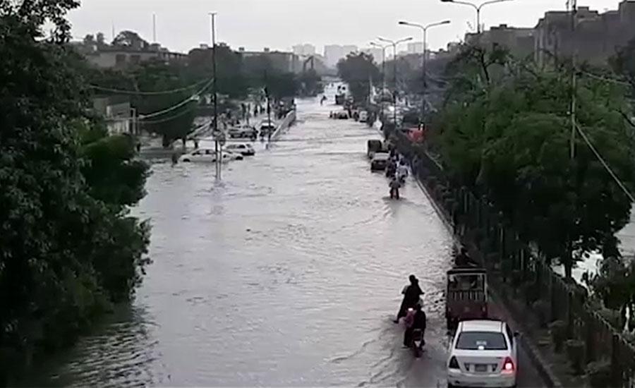 کراچی میں چند گھنٹوں کی بارش نے بلدیاتی اداروں کی کارکردگی کا پول کھول دیا