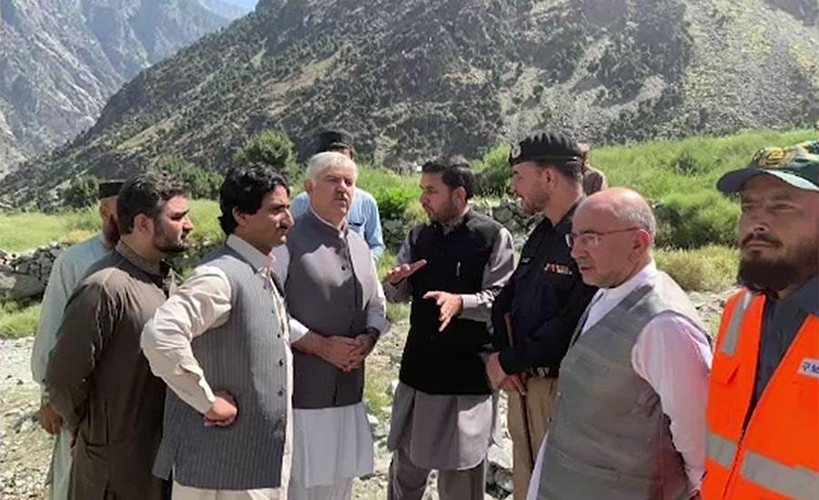 اپر کوہستان میں گاڑی کھائی میں گرنے کا واقعہ، محمود خان کی جاں بحق افراد کے لواحقین سے تعزیت