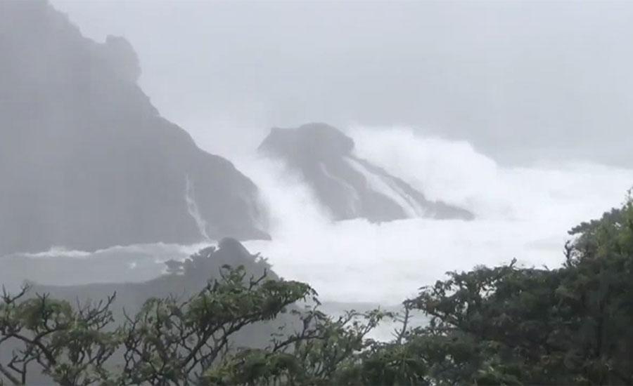 جاپان کو 60 سالہ تاریخ کے خطرناک طوفان کا سامنا، تیز ہواؤں سے کئی گھروں کی چھتیں اڑ گئیں