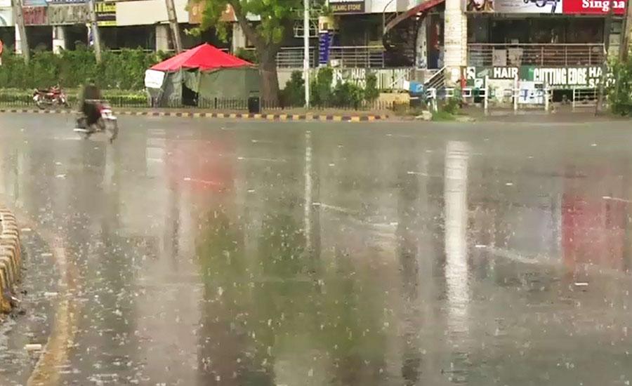 لاہور کے مختلف علاقوں میں بادل برس پڑے