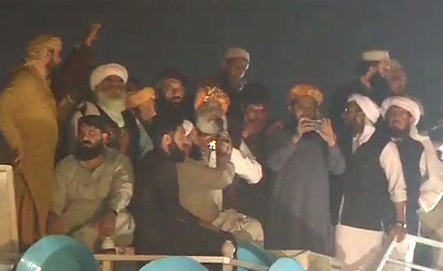 آزادی مارچ کا گوجر خان میں پڑائو، صبح اسلام آباد کیلئے روانہ ہوگا