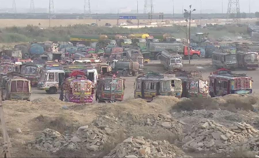 کراچی میں بھتہ خور سرگرم، بھتہ کی رقم نہ بڑھانے پر ٹرانسپورٹر کا کاروبار بند کرا دیا