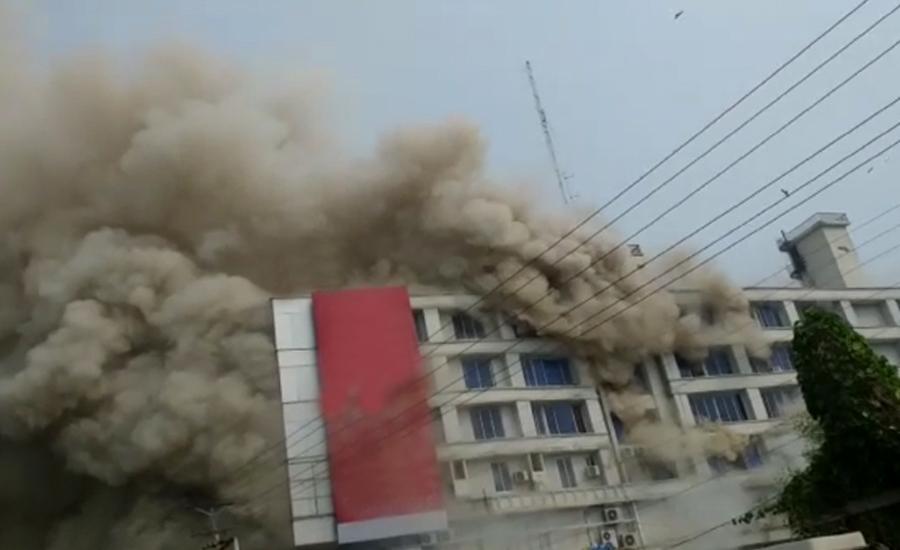 گجرات کے شاپنگ مال میں لگنے والی خوفناک آگ پر قابو پا لیا گیا