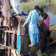 جیکب آباد مسافر بس تین مسافر جاں بحق 92 نیوز گوٹھ عطر بھنگر  تیز رفتار مسافر بس 