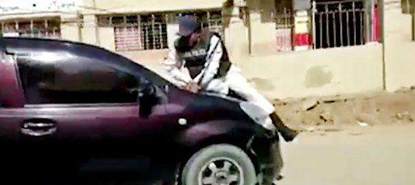 ٹریفک پولیس اہلکار، فلمی سین، شہری کی گاڑی، بونٹ پر چڑھ گیا، کراچی ، 92 نیوز