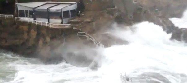 امیلی طوفان  فرانس  چھتیں اڑ گئیں پیرس  92 نیوز درہم برہم  درخت اکھڑ گئے