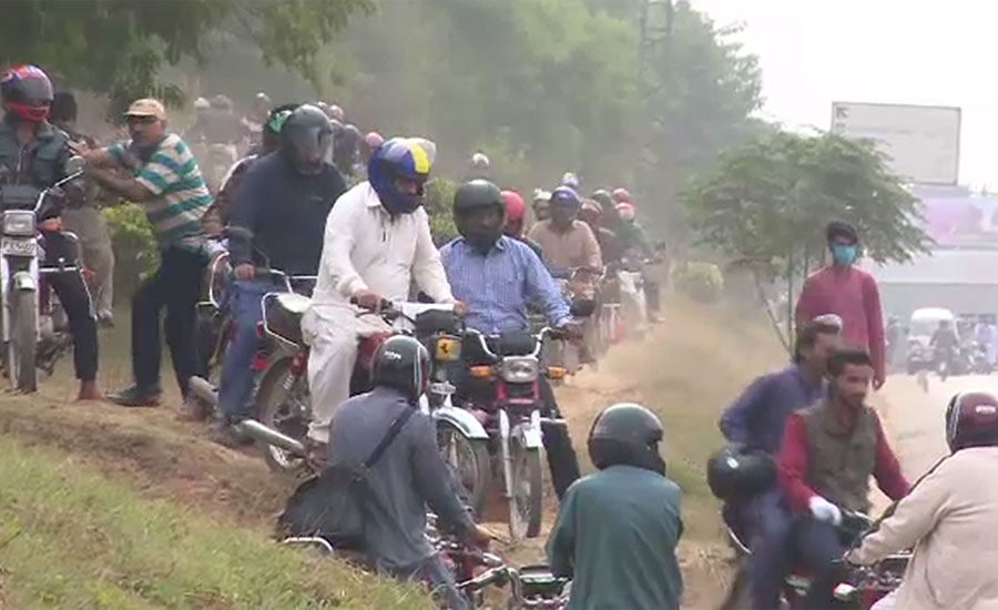 وفاقی دارالحکومت کی سڑکوں پر کنٹینرزکی بھرمار، روڈز بلاک ہونے سے ٹرانسپورٹ  معمول سے کم