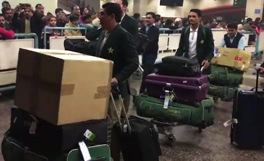 بدترین دورہ آسٹریلیا کے بعد قومی ٹیم وطن پہنچ گئی