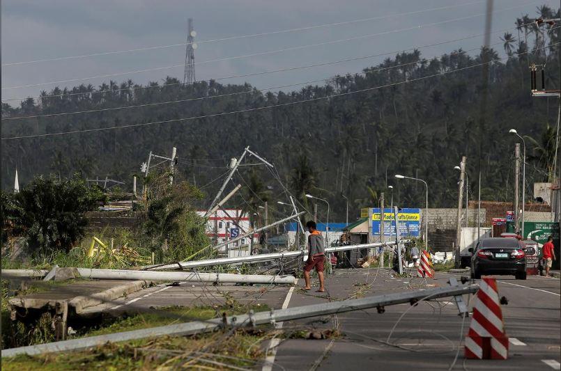 فلپائن سے ٹکرا کر سمندی طوفان کاموری کا زور ٹوٹنے لگا