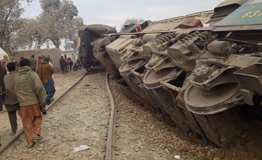 سرگودھا کے قریب ڈمپر ٹریک پر آنے سے ٹرین کو حادثہ ، اسسٹنٹ ڈرائیور جاں بحق