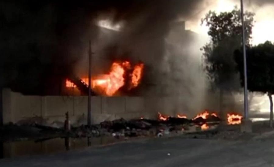 لانڈھی میں فیکٹری گودام میں لگنے والی آگ تاحال بے قابو