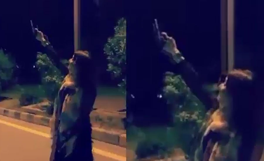پشاور، خاتون کی ہوائی فائرنگ کی ویڈیو سوشل میڈیا پر وائرل، مقدمہ درج