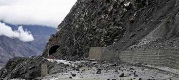 گلگت بلتستان  زلزلے کے جھٹکے لینڈ سلائیڈنگ شاہرات بلاک