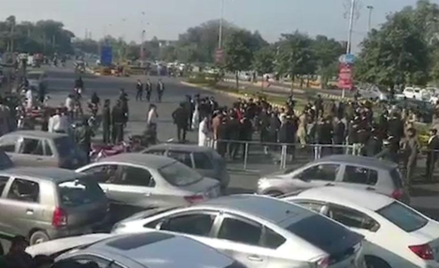 لاہور میں ڈاکٹروں اور وکلا کے درمیان تنازع، گرینڈ ہیلتھ الائنس کا احتجاج ختم کرنے کا اعلان