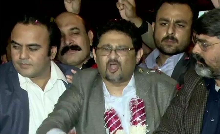 مسلم لیگ ن کے رہنما مفتاح اسماعیل رہائی کے بعد کراچی پہنچ گئے