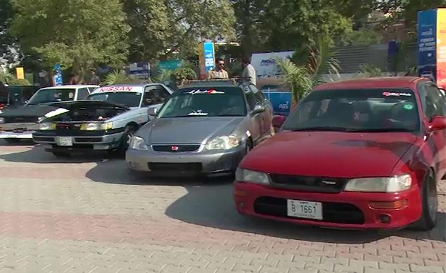 پشاور میں کار شو کا اہتمام ، شائقین کی بڑی تعداد میں شرکت