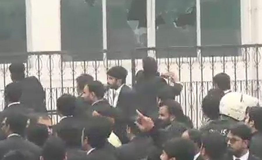 پی آئی سی پر وکلا کا حملہ ، لاہور میں اہم مقامات پر پنجاب رینجرز کی 10 پلاٹوں تعینات کرنے کا حکم