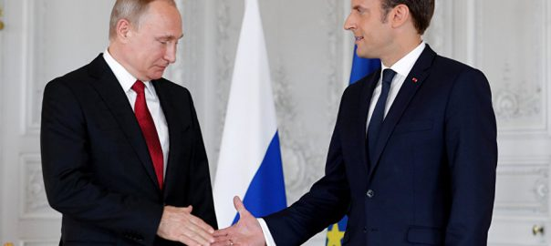 روس  فرانسیسی صدر ٹیلیفونک رابطہ  شام لیبیا ماسکو  92 نیوز ولادی میر پیوٹن  ایمانیول میکخواں 