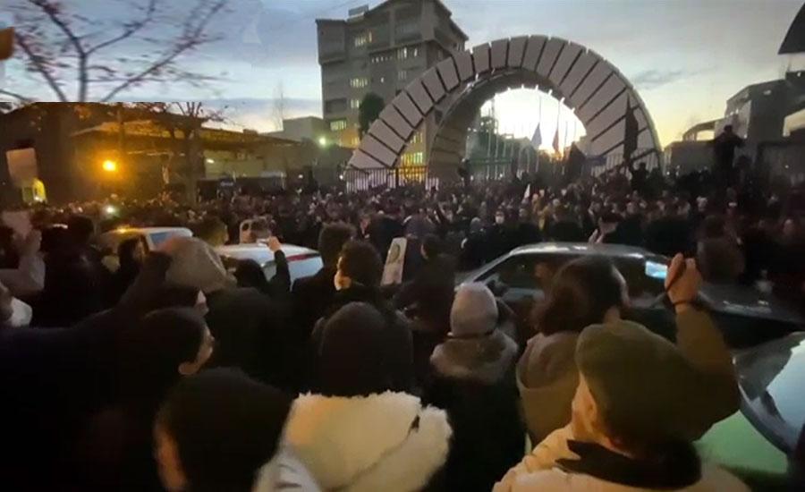 یوکرائن کا طیارہ مار گرانے کے اعتراف کے بعد ایران میں شہریوں کا احتجاج