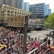 آسٹریلیا ، قومی دن ، ہزاروں افراد ، سڑکوں ، نکل
