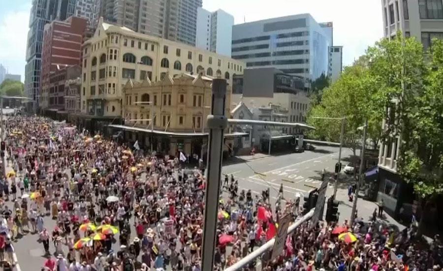 آسٹریلیا کے قومی دن پر ہزاروں افراد سڑکوں پر نکل آئے