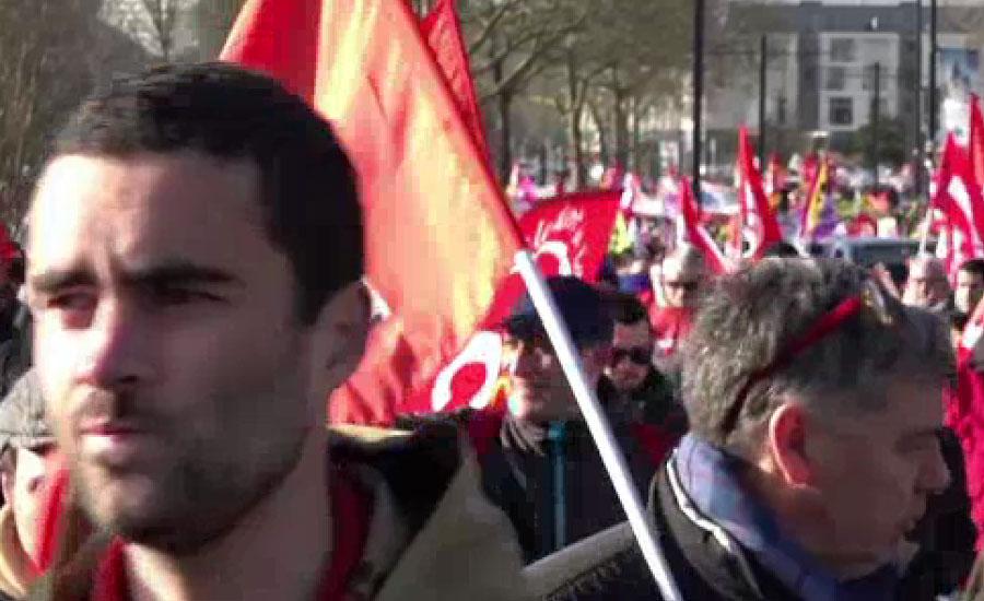 فرانس میں ٹریڈ یونیز کے لاکھوں افراد پھر مجوزہ پنشن اصلاحات کے خلاف سڑکوں پر آ گئے
