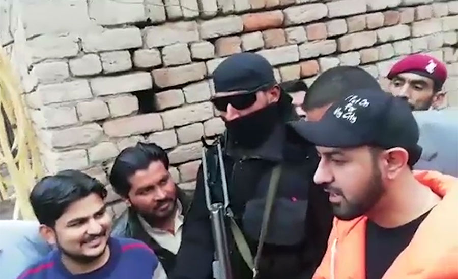 بھارتی پنجاب کے معروف اداکار اور گلوکار گپی گریوال کی فیصل آباد میں آبائی گاؤں آمد